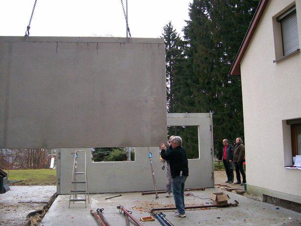 Die ersten Wände kommen angeflogen ....